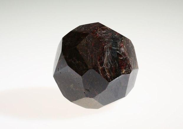 La pierre du mois de Mars : le GRENAT, photo Serge BRIEZ ®cristaux-sante.com