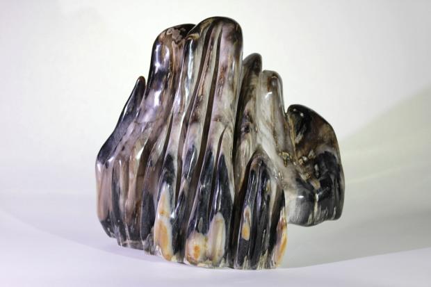 Forme libre « montagne » Bois Fossilisé  poids : 26,196 kg  dimensions : 37x40 cm  Origine : Indonésie