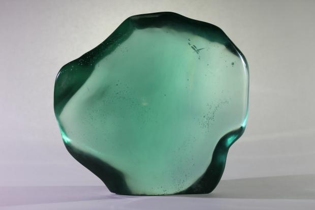 Forme libre  Obsidienne Turquoise  poids : 17,242 kg  dimensions : 35x33 cm  Origine : Indonésie
