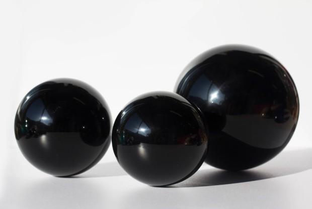 Boules d'OBSIDIENNE NOIRE, photo ®Cristaux et Santé, 2015