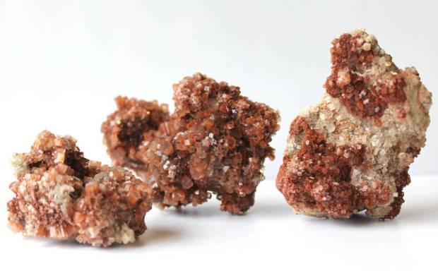 Aragonite cristallisée brute de taille moyenne, photo ®Cristaux et Santé, 2016