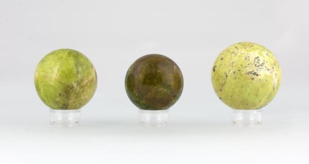 Boules d'Opale Verte Fossilisée, photo ®Cristaux et Santé, 2017