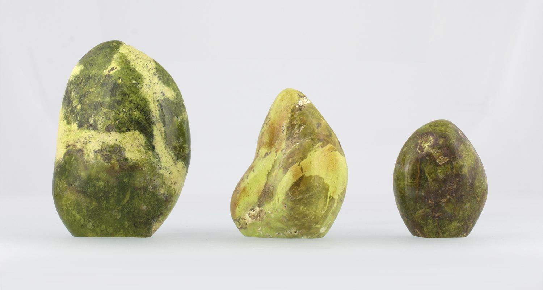 Formes libres d'Opale Verte Fossilisée, photo ®Cristaux et Santé, 2017