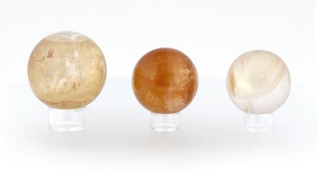 Boules de Calcite Topaze, photo ®Cristaux et Santé, 2017