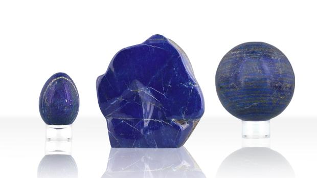 Formes variées de Lapis-lazuli, photo ®Cristaux et Bien-Être, 2018